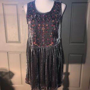 UMGEE Midi Dress in Grey Embroidery Velvet Fabric